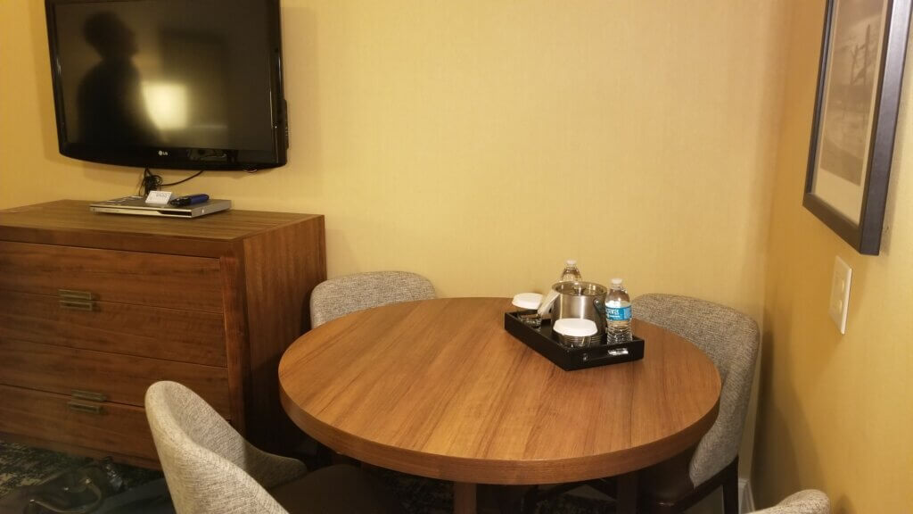 Hilton Suite Ocean City Living Room with Dining - Work Table